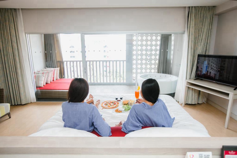Ramada By Wyndham Phuket Deevana Hotel - Image 4