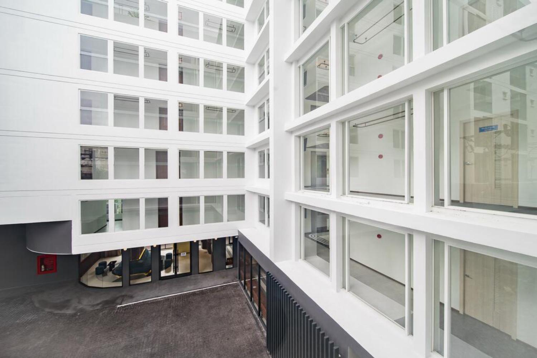 Hotel Amber Sukhumvit 85 - Image 1