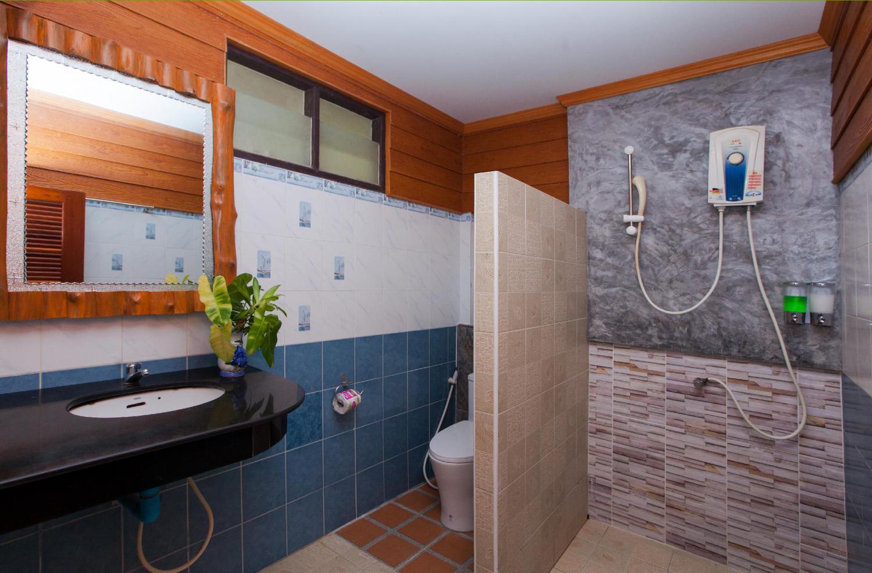 Lanta Riviera Resort - Image 1