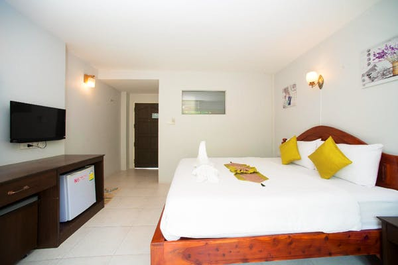 Srichada Hotel - Image 2