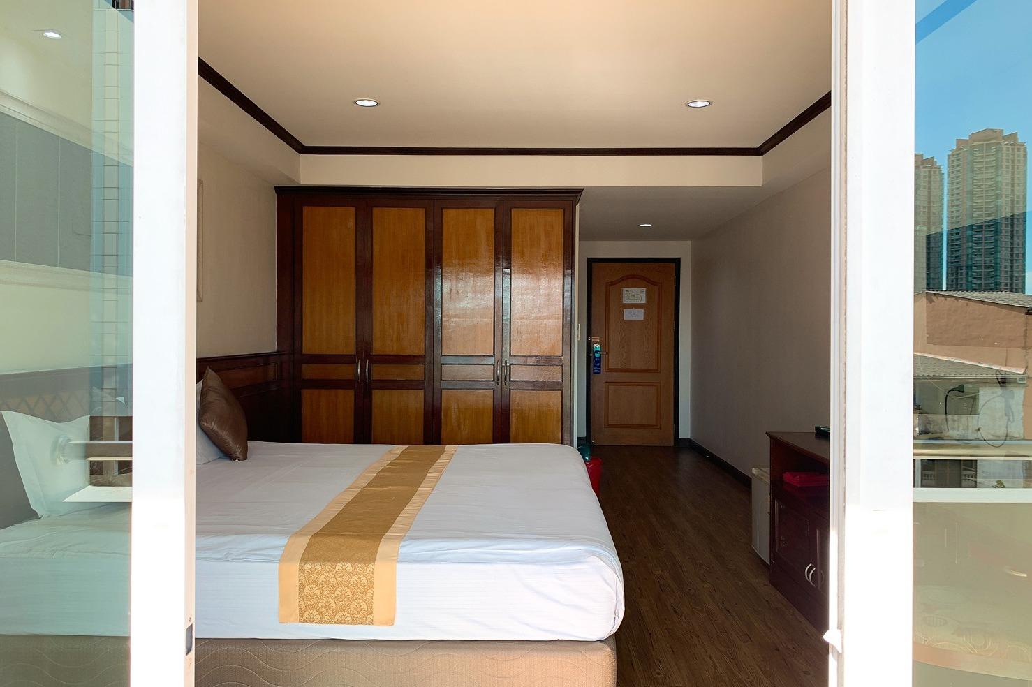 Miloft Sathorn Hotel - Image 2