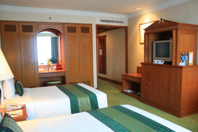 Golden Tulip Sovereign Hotel Bangkok - Image 5