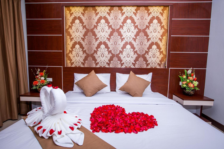 Phi Phi Andaman Beach Resort - Image 1
