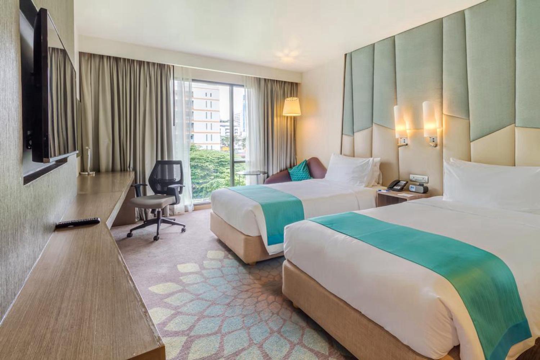 Holiday Inn Express Bangkok Sukhumvit 11 - Image 4