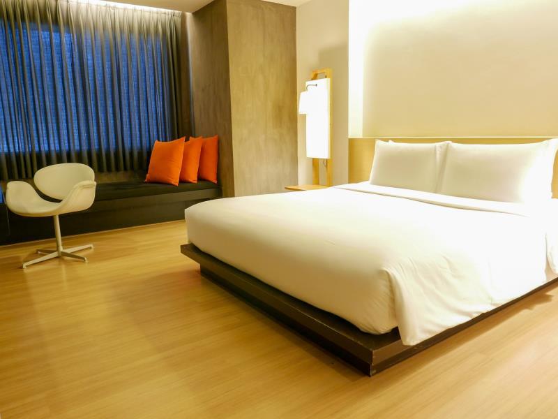 Trinity Silom Hotel - 1