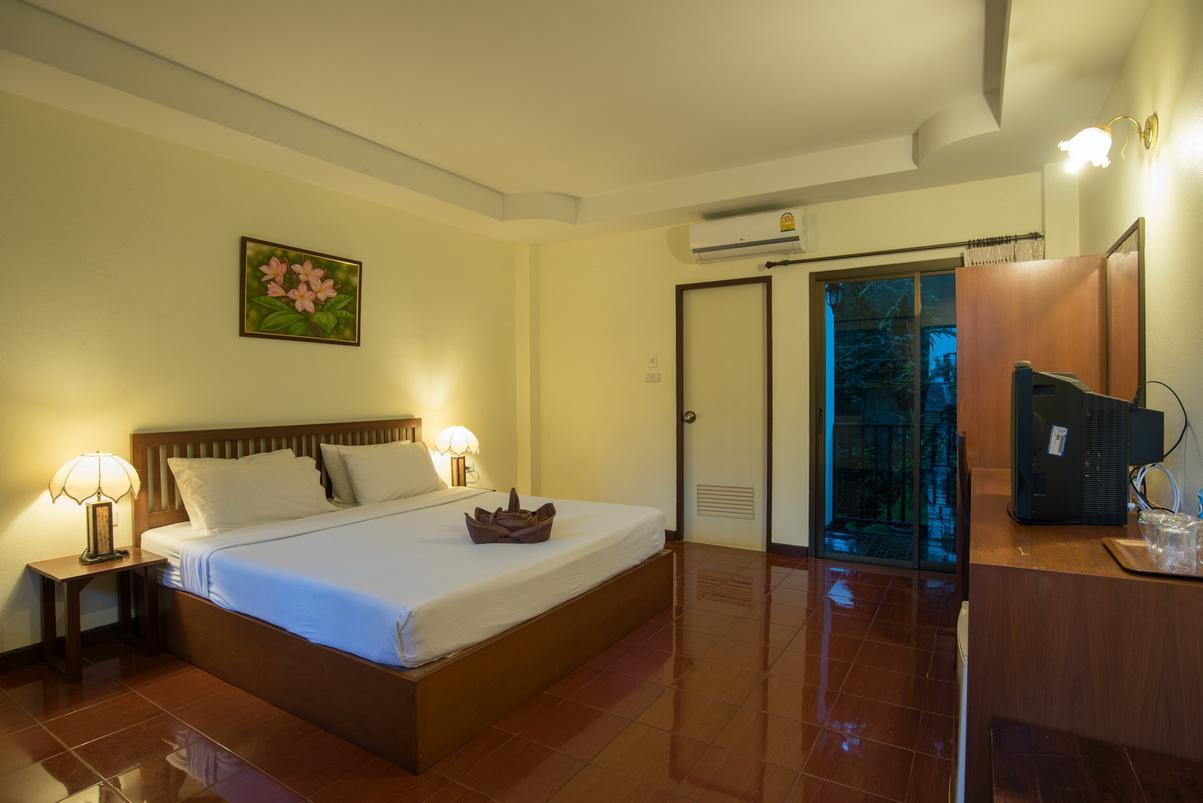Riverside House Hotel - Image 0