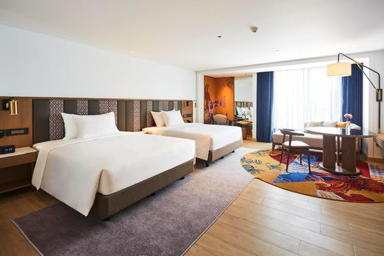 Montien Hotel Surawong Bangkok - Image 1