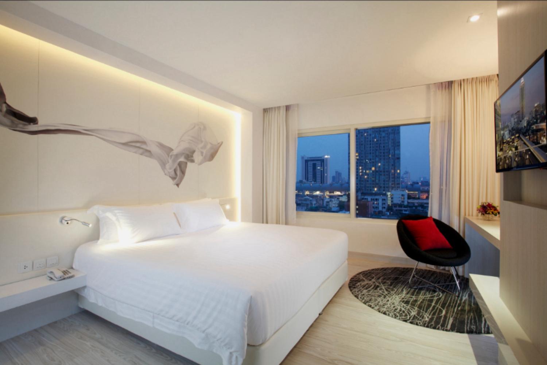 Centara Watergate Pavillion Hotel Bangkok - Image 2