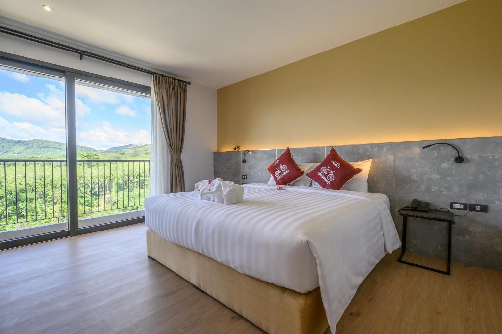 Tour De Phuket Hotel - Image 1