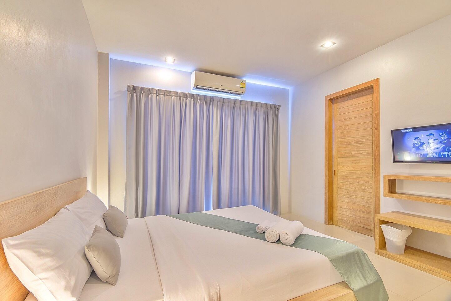 Lemonade Phuket Hotel - Image 1