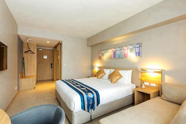 Oakwood Hotel Journeyhub Phuket - Image 1