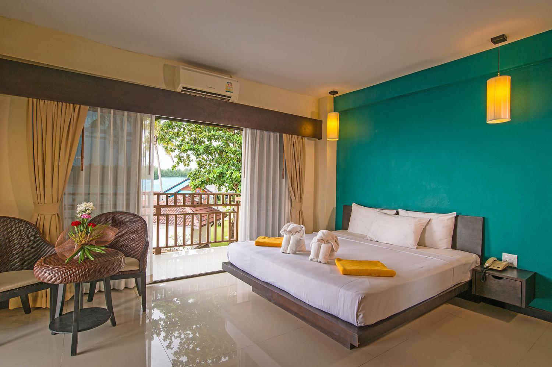 Lanta Pura Beach Resort - Image 1