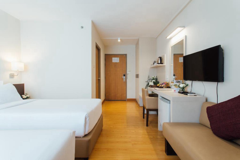 Seasons Siam Hotel - Image 2