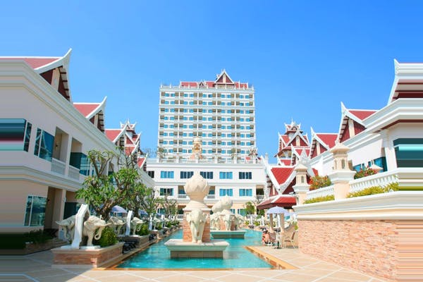 Grand Pacific Sovereign Resort & Spa - Image 4