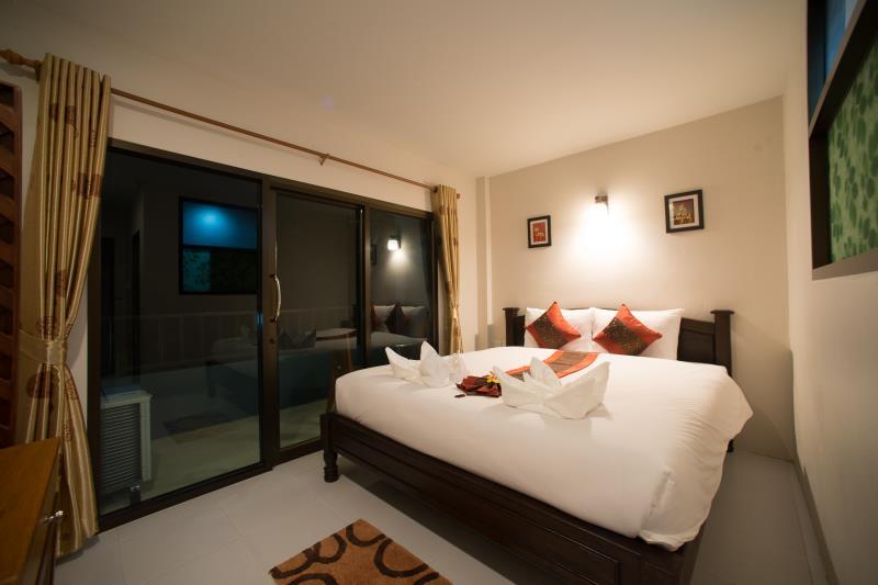Srichada Hotel - Image 1
