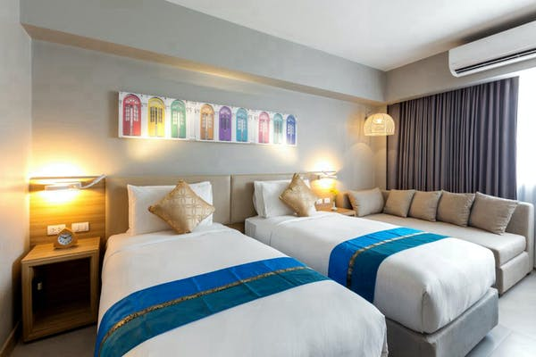 Oakwood Hotel Journeyhub Phuket - Image 2