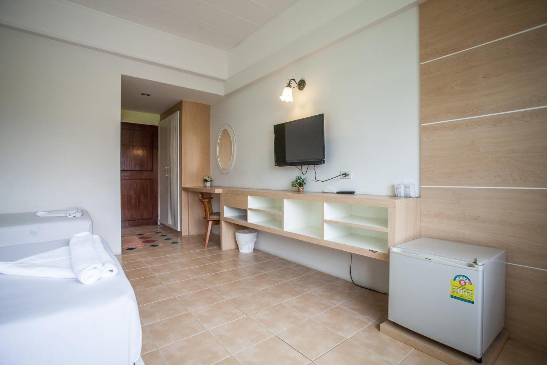 The Greenery Hotel - Image 2