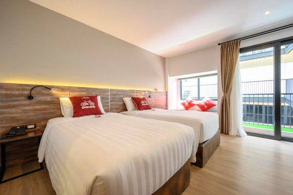 Tour De Phuket Hotel - Image 2