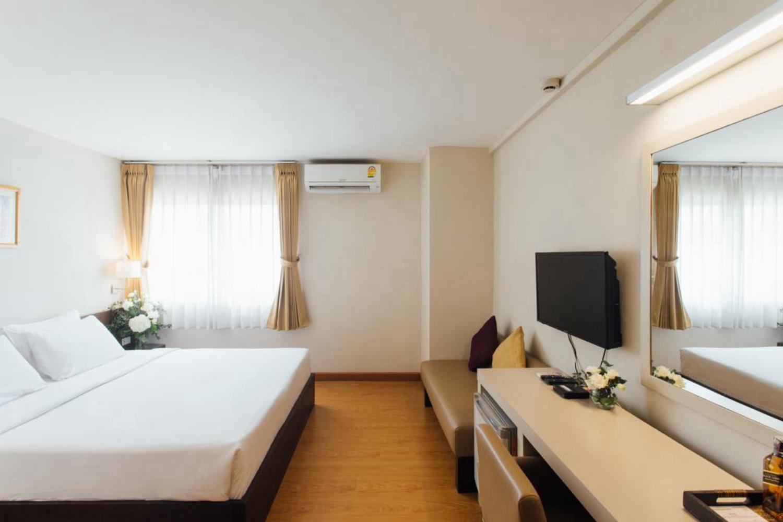 Seasons Siam Hotel - Image 1