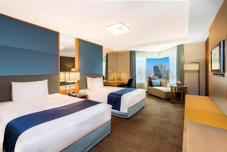 Holiday Inn Bangkok Silom - Image 2