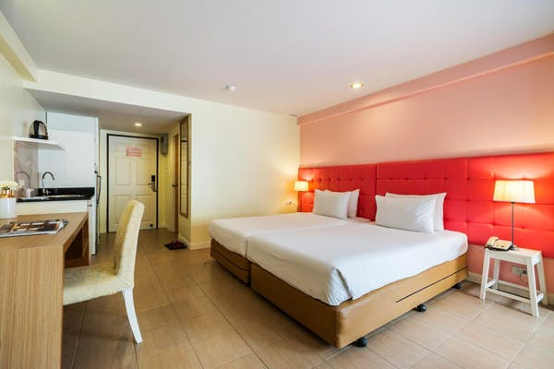 Bella Villa Metro Hotel - Image 1